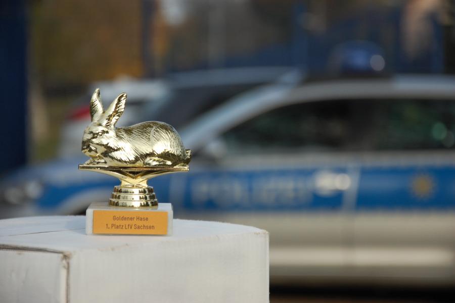 Goldener Hasenpokal für den Verfassungsschutz Sachsen